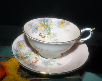 Early mid-century (1940s) Royal Paragon | Paragon 96000 hand-decorated tea set (cup with matching saucer). Moriage details.