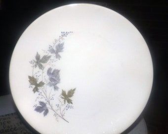 Vintage (1960s) Johnson Brothers | Sovereign Potters d'Anjou large dinner plate. Green and gray leaves.