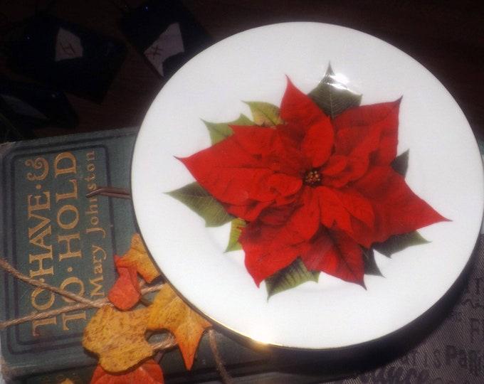 Vintage Isaac Mizrahi Christmas poinsettias salad or dessert plate.  Red poinsettia, greenery, smooth gold edge.