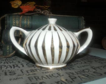 Early mid-century Sadler 2368 hand-decorated gold swirl gold luster covered sugar bowl made in England.