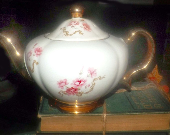 Vintage (1930s) Ellgreave Heatmaster   Wood & Sons large, hand-painted 2594 teapot made in England.