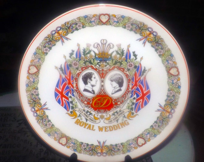 Vintage (1981) Wedgwood Collector Plate celebrating | commemorating the Royal Wedding of HRH Prince Charles to Lady Diana Spencer.