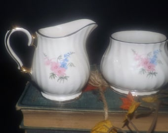 Early mid-century (late 1940s) Sadler 2748 hand-decorated creamer or open sugar bowl. Pink blue flowers, gold edge and accents.