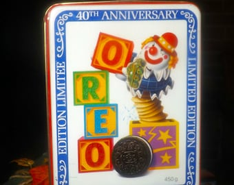 Vintage (early 1990s) Oreo Cookies 40th Anniversary limited-edition tin. Bilingual English | French. Jack in the box and blocks on lid.