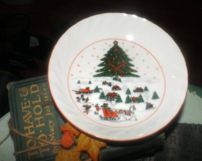 Set of 4 vintage (1980s) Kopin Christmas Pleasure soup bowls. Central tree, Christmas village, red edge.