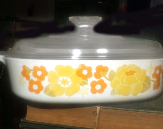 Vintage (1970s) Corning | Corelle Summerhill pattern 1-quart square casserole with domed glass lid.  Orange, yellow daisies. Flower Power.
