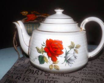 Early mid century (1940s) Sadler 3634 hand-decorated teapot. Red, white-pink rose bursts, greenery, gold edge and accents, ribbed body.