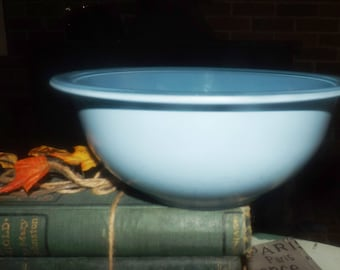 Vintage (late 1970s - early 1980s) Pyrex | Corning PYR46 pattern blue sprayed glass mixing bowl. Made in the USA.