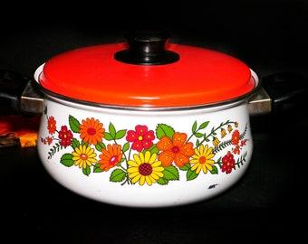Retro vintage (1970s) Levcoware flower-power enamel 2-quart dutch oven made in Japan.
