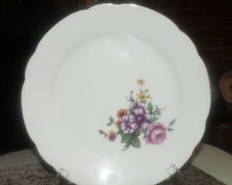 Vintage Kahla KHL75 dinner plate. Made in Germany. Minor flaw (see below).