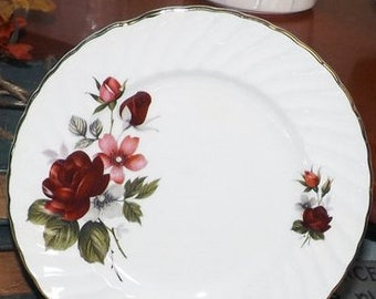 Mid-century (1950s) Ridgway Rougemont large dinner plate. Red roses, 22-karat gold edge.