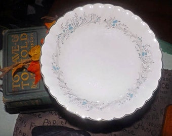 Vintage (1960s) Sovereign Potters Charmian R110-62 coupe cereal bowl.