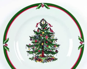 Vintage (1990s) Candleglow & Holly large Christmas dinner plate. Central Christmas tree, holly and berries. Sold individually.