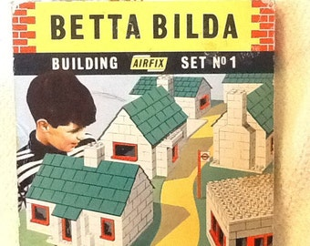 Vintage (1970s) Betta Bilda Starter Set No. 1 made in England by Airfix.  Complete with 350 plastic pieces.