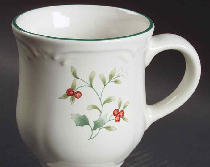 Vintage (1991) Pfaltzgraff Winterberry stoneware pedestal coco | hot chocolate mug. Christmas stoneware.