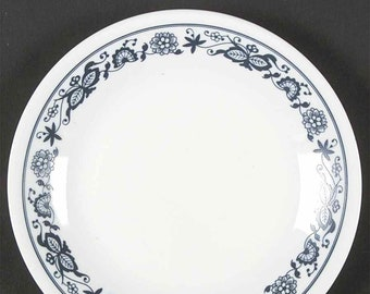 Vintage (1980s) Corelle | Corning USA Old Town Blue bread-and-butter, dessert, or side plate. Blue-and-white | Blue Onion floral band.