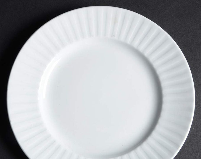 Early mid-century (1940s) Alfred Meakin Leeds all-white bread, dessert, side plate. England.