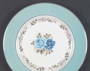 Early mid century (1940s) Barratt's of Staffordshire BTT3 dinner plate. Blue rose, blue band, platinum edge. Delphatic White ironstone.