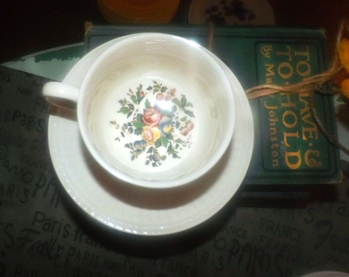 Vintage Wedgwood Conway AK8384 tea set (flat cup with matching saucer). Edme ironstone made in England.