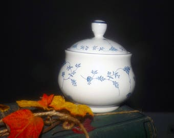 Vintage (1992) Royal Oak RLO2 blue-and-white covered sugar bowl. Scandinavian design, blue flowers on white, blue edge.
