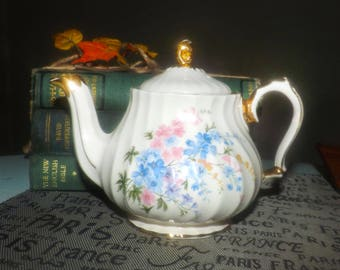 Early mid-century (late 1940s) Sadler 2748 hand-decorated mini | personal | tea-for-one teapot. Pink, blue flowers, gold edge and accents.