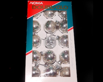 Vintage (1997) Noma silver christmas tree ornaments | baubles with box. Box of fifteen silver glass balls with snow effects. Made in Canada.