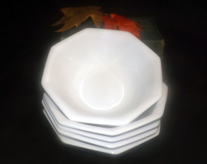 Vintage (1980s) Johnson Brothers Heritage White cereal soup or salad bowl made in England.