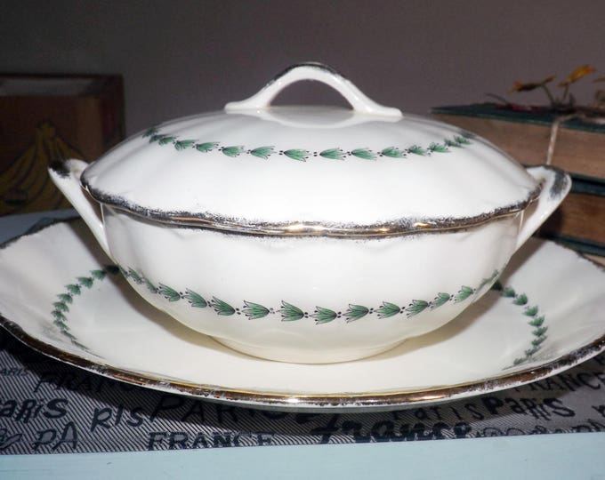 Early mid-century (1940s) Grindley Cream Petal The Linkstone covered serving bowl | tureen.