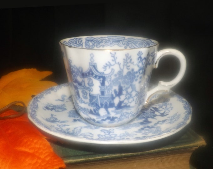Vintage (1930s) Royal Albert Crown China Blue Willow tea set made in England.