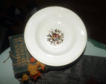 Early mid-century (1940s) Wedgwood Edme Conway AK8384 pattern rimmed soup bowl. Ribbed rim, multicolor floral center.