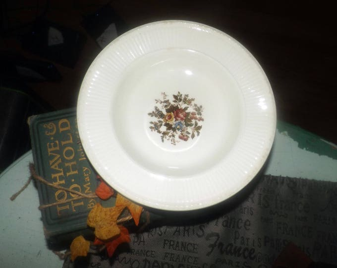 Wedgwood Edme Conway AK8384 rimmed soup bowl. Edme ironstone made in England.
