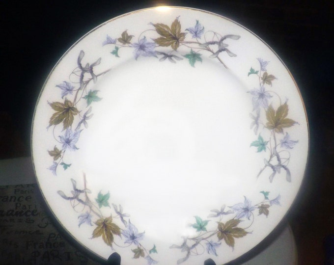 Vintage (1965) Wedgwood WW225 hand-decorated dinner plate. Multicolored leaves, berries, branches, gold edge. Hard to find.
