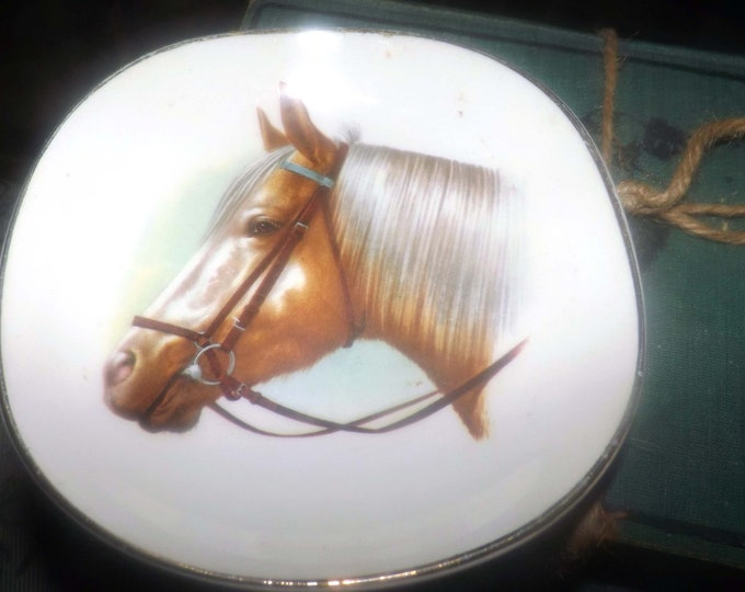 Quite vintage (1930s) Falcon Ware JH Weatherby WEA11 trinket, ring, pin or key dish.