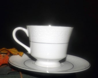 Vintage (1980s) Royal Cameo | Spanish Lace 3221 tea set (footed cup with saucer). Embossed scrolls, platinum edge, band.