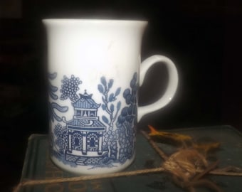 Vintage (late 1980s) Churchill China England Blue Willow coffee or tea mug.  Blue-and-white Chinoiserie pattern.