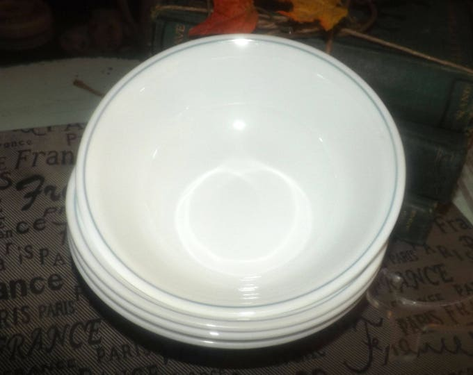 Vintage (early 1980s) Corelle | Corningware | Corning Rose cereal, soup, salad bowl. Made in USA.