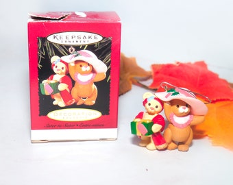 Vintage (1996) Hallmark Keepsakes Christmas Tree Ornament Sister to Sister. Christmas Mice. Original box.