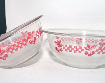 Pair of vintage (1980s) Pyrex Red Cherries glass mixing | nesting bowls. 1L and 1.5L made in USA. Cherries and checks.