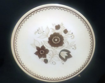 Vintage (later 1970s) Jeannette | Royal China USA Nutmeg pattern retro dinner plate.  Java brown 70s flower-power design.