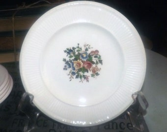 Set of 3 vintage (1930s) Wedgwood Conway AK8384 bread-and-butter, dessert, or side plates. Edme shape, multicolor central florals.