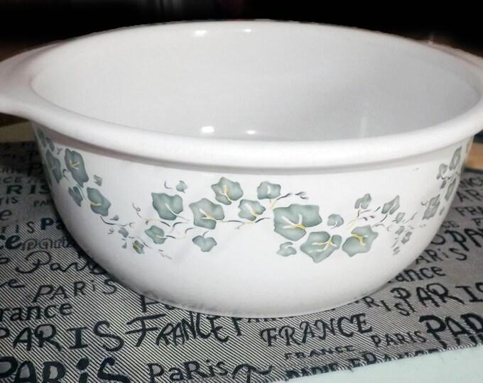Vintage (mid 1990s) Corelle Callaway 2.5 quart open stoneware casserole.