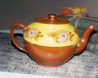 Early mid-century (1940s) Sadler Brown Betty teapot with a floral twist! Yellow band, inset brown and gold flowers, gold edge. Marked 3635