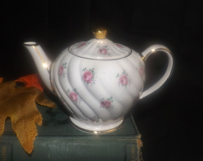 Vintage (1930s) Sadler 1593 personal | mini | tea-for-one teapot. Pink rose sprays, gold edge and accents. Made in England.