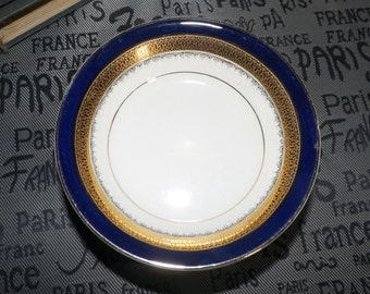 Set of 6 quite vintage (1930s) Myott Formelite BU619 fruit nappies, dessert, sauce or berry bowls. Cobalt, embossed gold band.