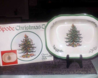 Vintage (1986) Spode Christmas Tree S3324 rimmed oval stoneware vegetable serving bowl. Christmas tree, green edge, original box