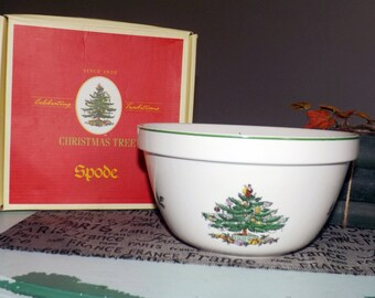 Vintage (1986) Spode Christmas Tree S3324 Serving Bowl. Christmas tree, green holly, red and white berries, green edge.