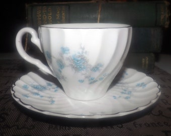 Mid-century (1950s) Johnson Brothers Cherise | JB139 tea set (flat cup with saucer). Blue roses, platinum. Snowhite Regency ironstone.