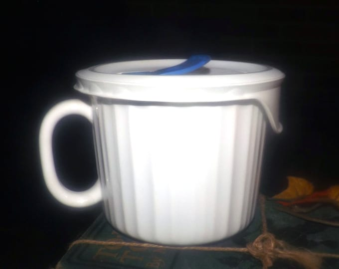 Vintage (1980s) Corning French White soup | stew microwave mug. Vented, plastic lid.