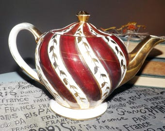 Early mid-century (1940s) Sadler 1686 gold and maroon teapot with lid.  Maroon stripes, gold leaves, edge and accents. Swirled body.