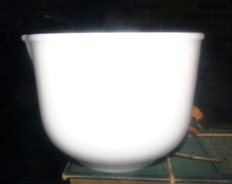 Mid-century (mid to late 1950s) Glasbake for Sunbeam white milk glass mixing bowl 20 CJ with spout, Made in USA by Royal | Jeannette.